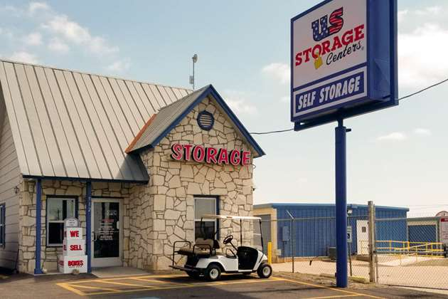 self storage floresville exterior