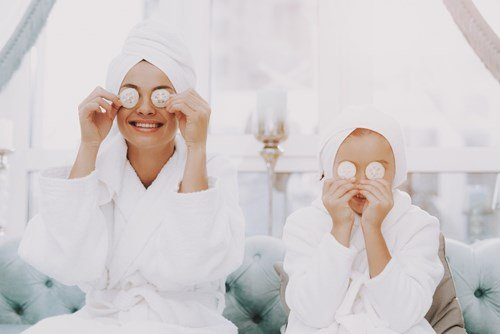 mother daughter spa time
