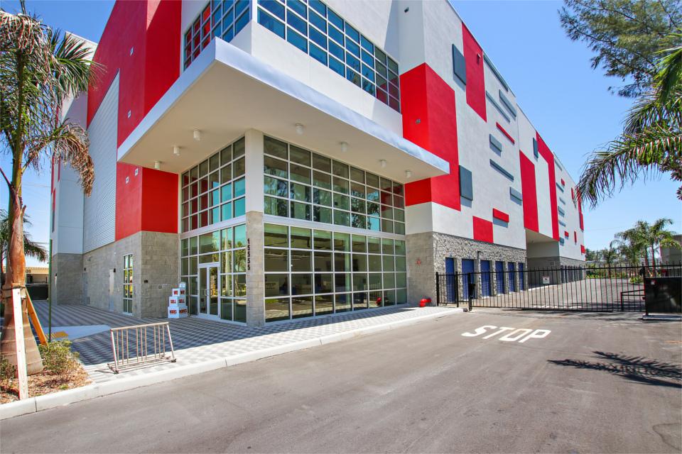 50% Off Self Storage Units At 15555 W. Dixie Hwy, North Miami Beach, FL |  US Storage Centers